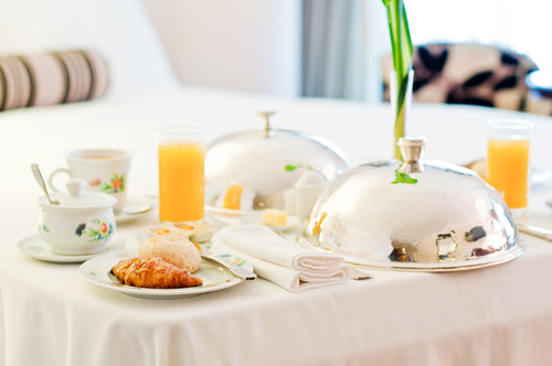5 Tips for Making and Delivering Room Service in a Hotel